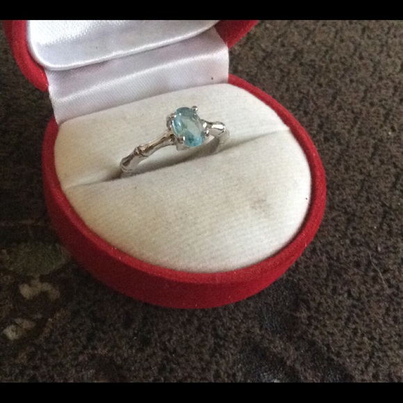 A Pale BLUE TOPAZ Ring, Size around 7, 925 Silver